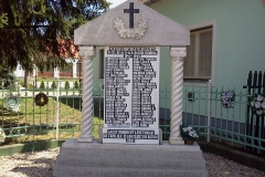 Micherechi-Monumentul-eroilor-din-sat